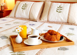 photodune-201230-breakfast-on-a-bed-in-a-hotel-room-LARGER3